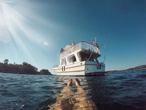 paseo en barco ruta calas ria de aldán