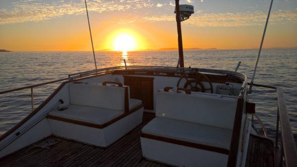 puesta de sol aldán en barco