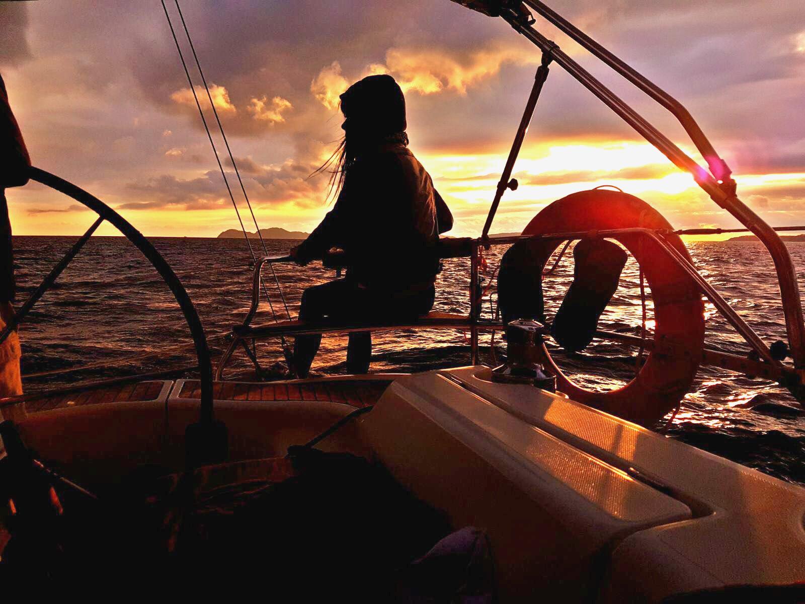 Velero puesta de sol Cíes