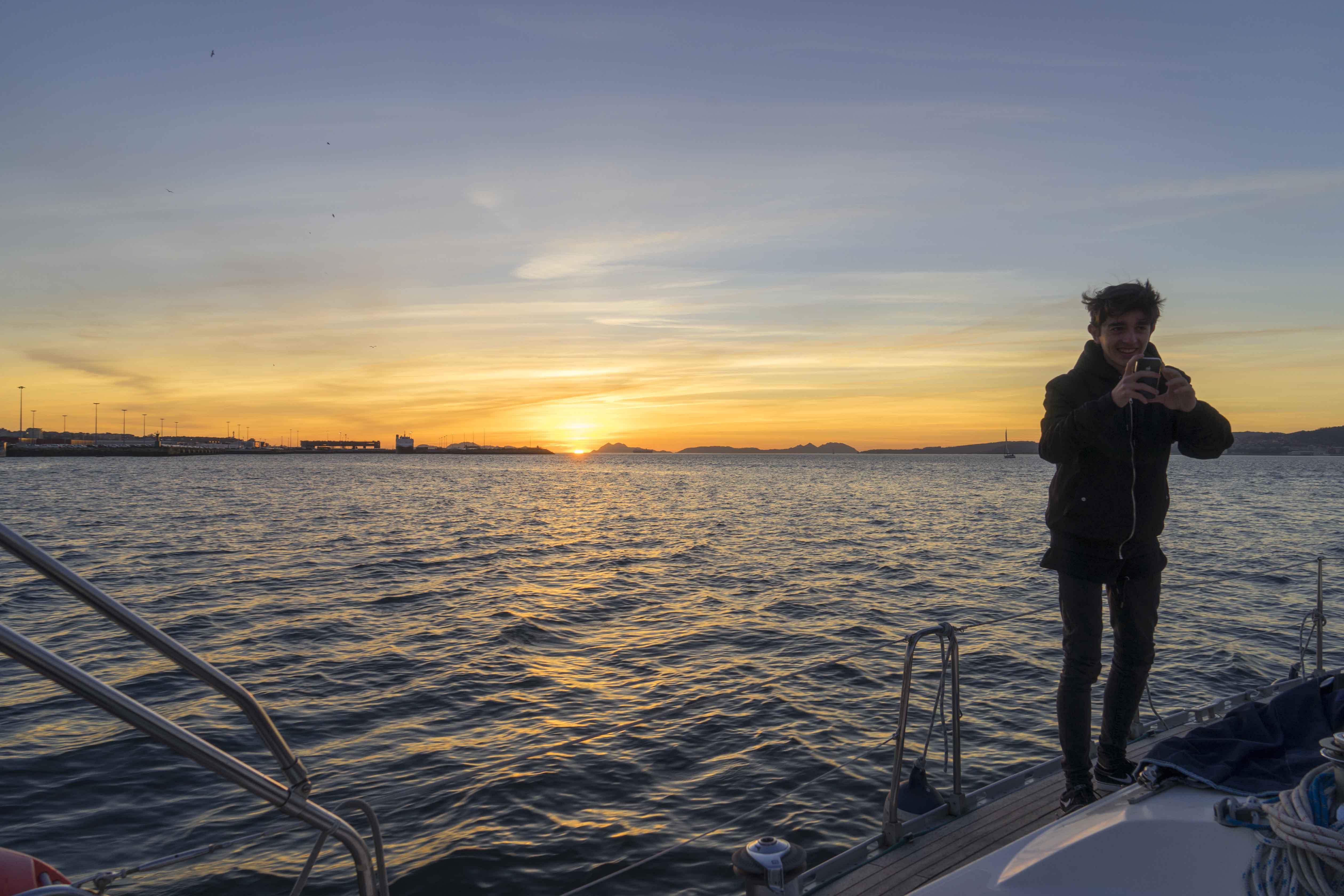 puesta de sol velero