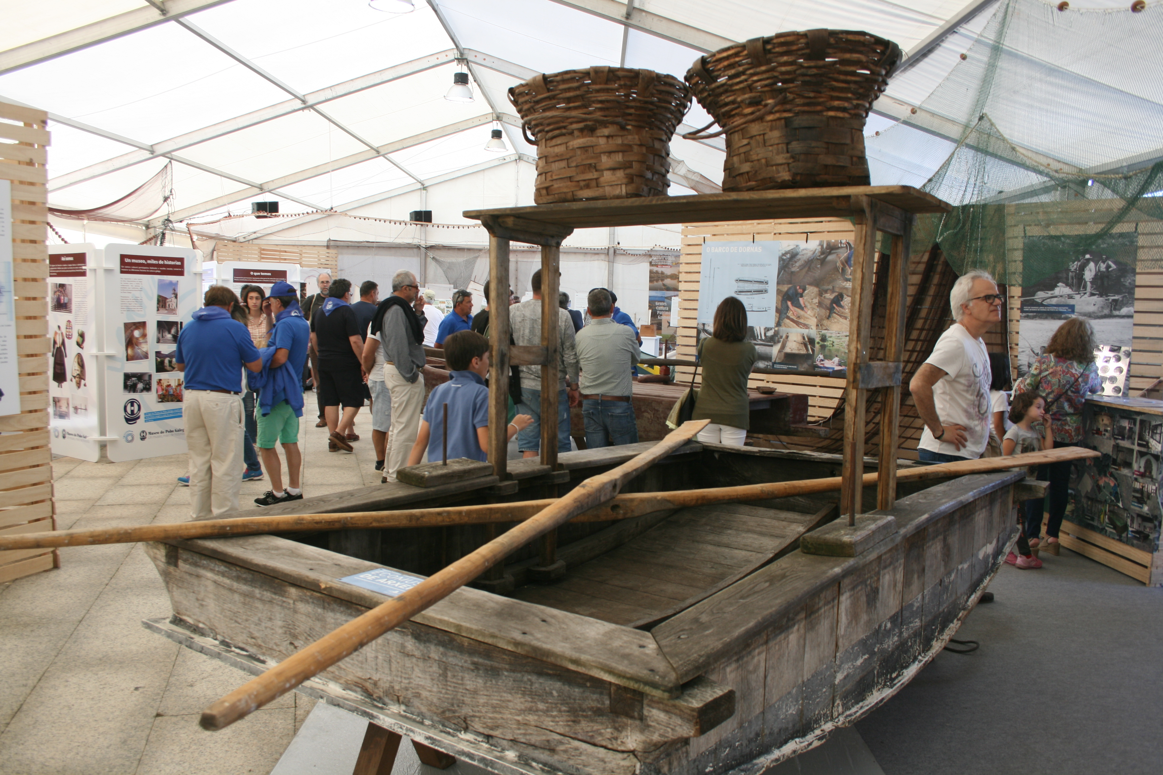 Barca fluvial de paso. Encontro Embarcacións Tradicionais.