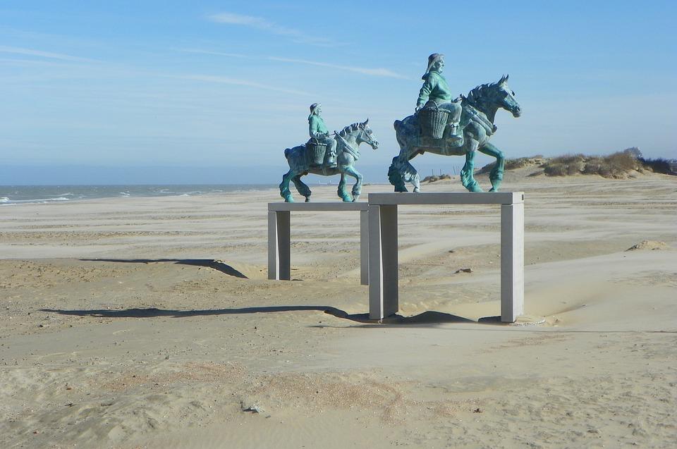 Esculturas en la playa