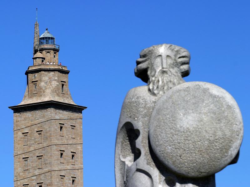 Torre de Hercules y Breogan Coruna