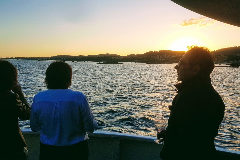 puesta de sol en barco Vigo